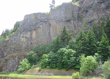 Flood basalt in Columbia Gorge. Photo by Myrna Martin